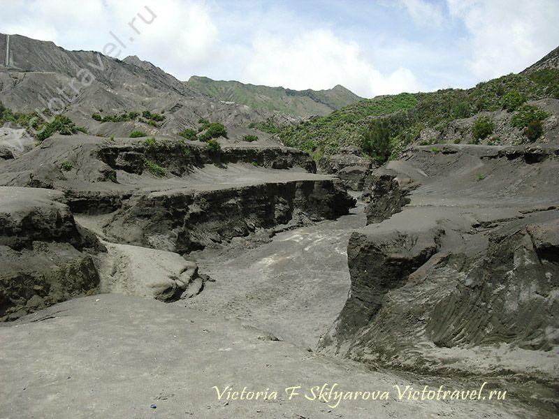 каньон из вулканического песка, вулкан Бромо, Ява, путешествие по Индонезии