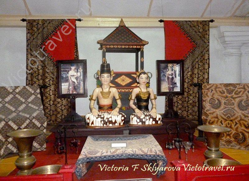 экспонаты во Дворце Султана, Джокьякарта, Индонезия