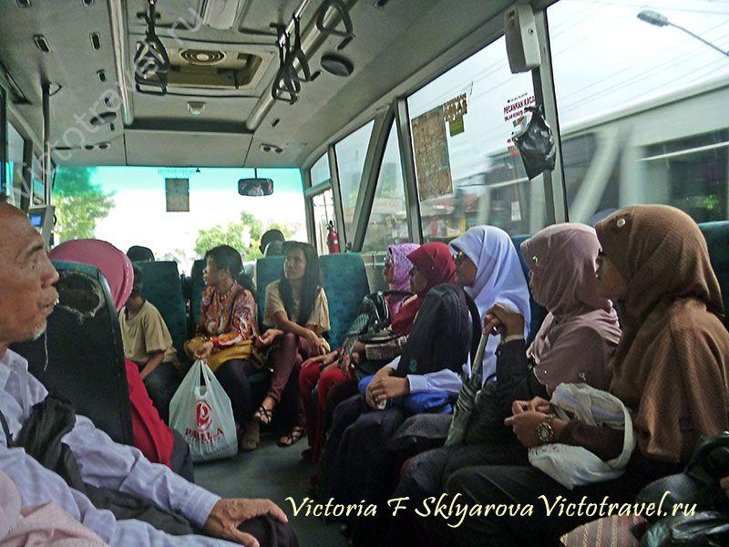 В автобусе, Джокьякарта, Индонезия