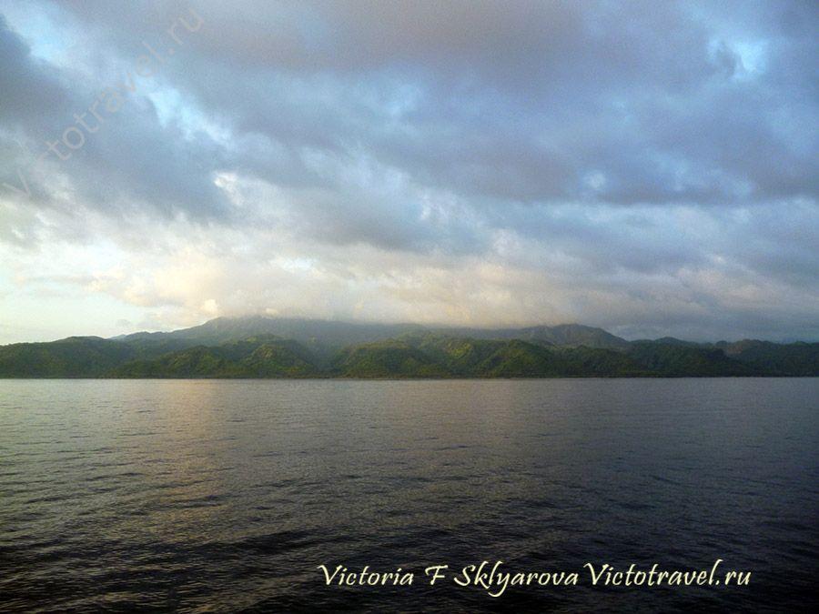 мре, остров, фото с корабля, путешествие по Индонезии