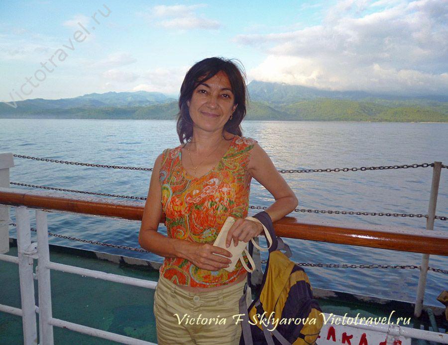 плыву на корабле с Ломбока на Флорес