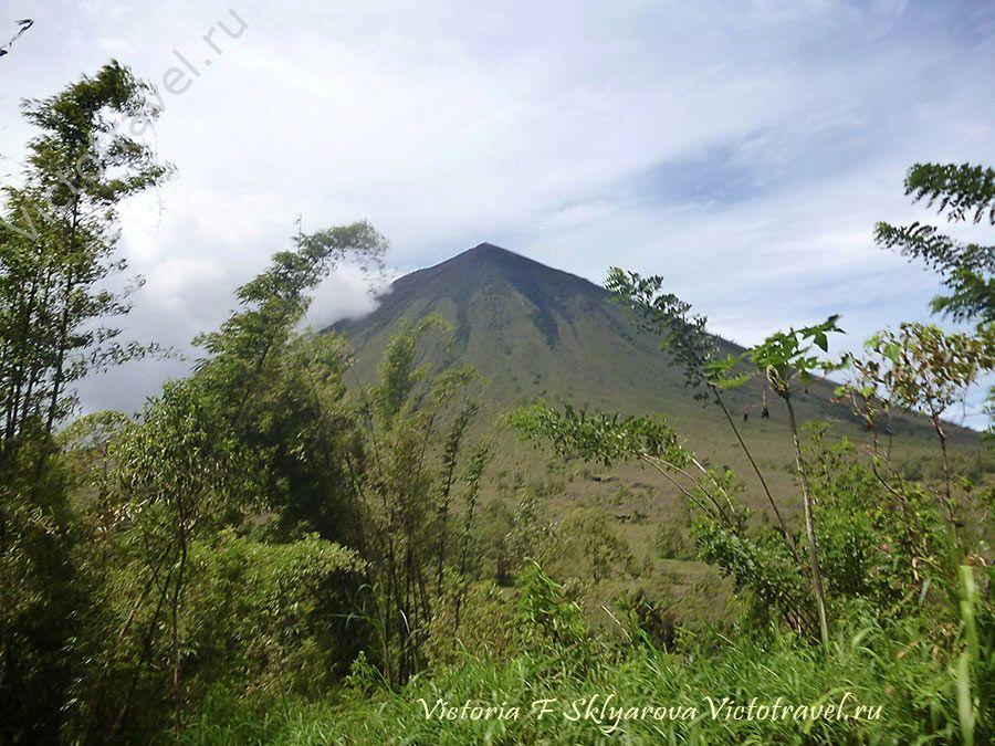 Гора вулкан Инери, Флорес, Индонезия