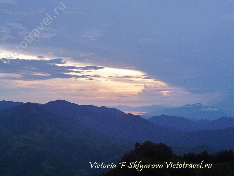 Рассвет на вулкане Келимуту, остров Флорес, Индонезия
